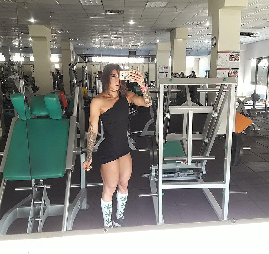 Биография и спортивная карьера фитнес-модели Бахар Набиевой.