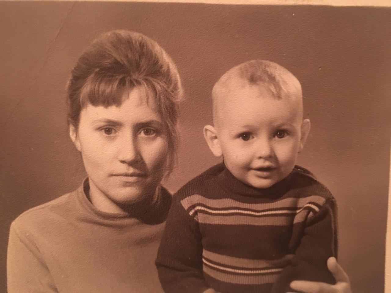 Алик Бендерский с мамой