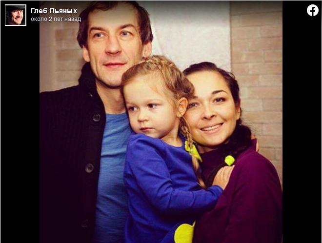 Глеб Пьяных с женой и дочерью Улей