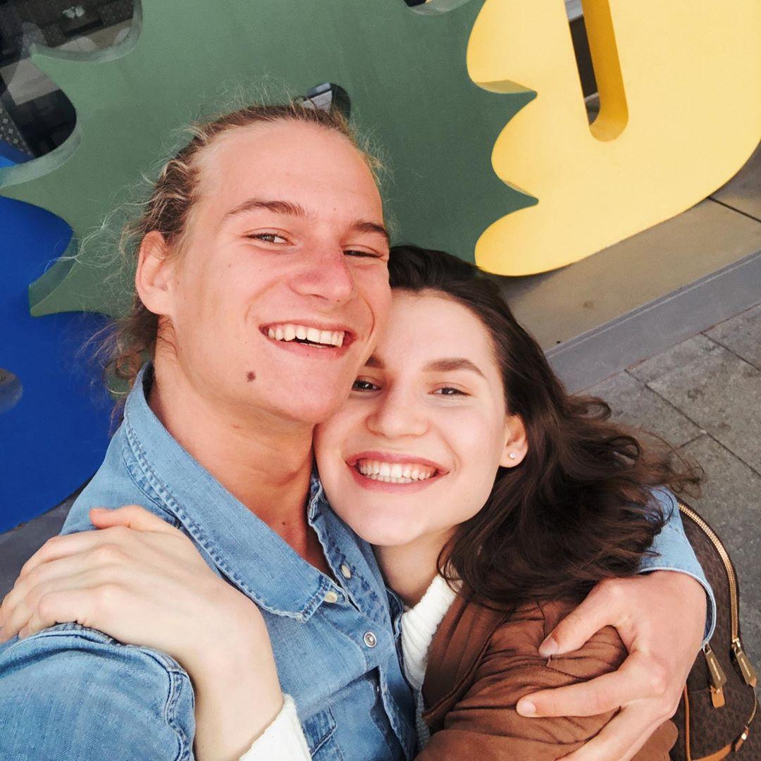 Дмитрий Компаниец с сестрой