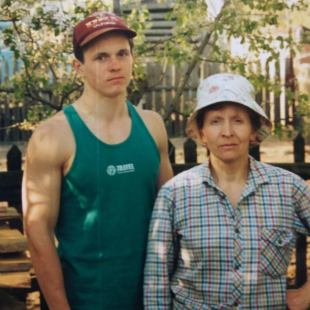 Алексей Клакоцкий в юности (17 лет) с мамой