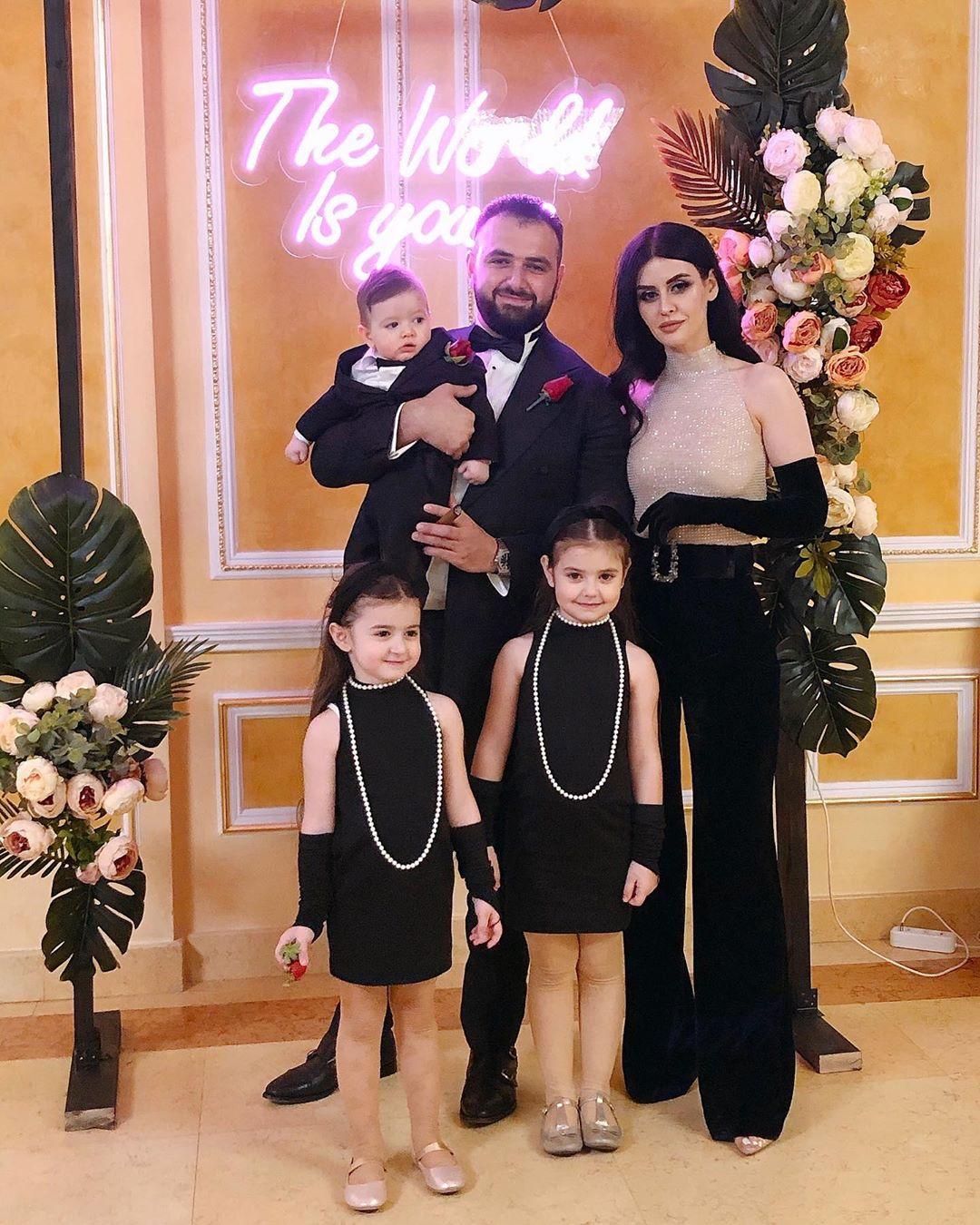 Аркадий Думикян с женой и детьми