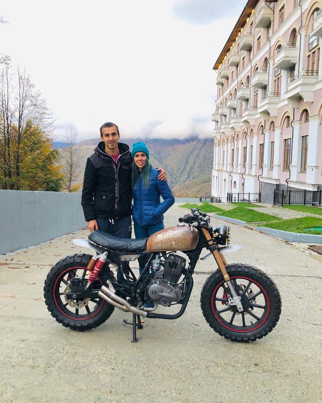 Иван Горев со своей девушкой