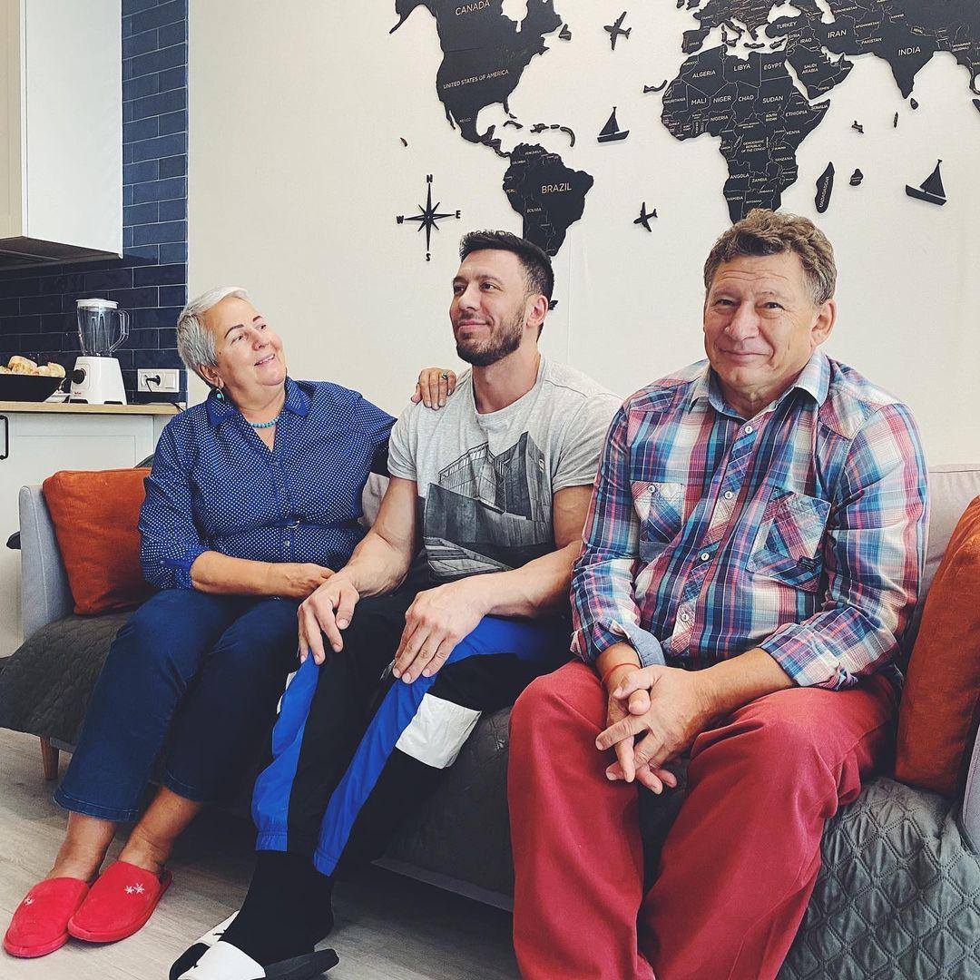 Алексей Мокшин с родителями